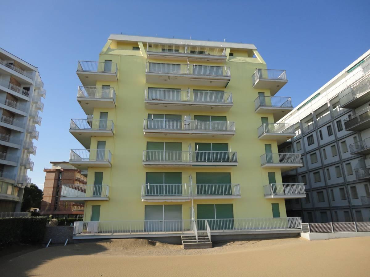 Condominio Fronte mare appartamento con spaziosa terrazza ...