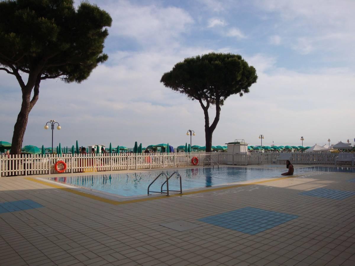 Jesolo Lido Fronte Mare Piscina Piazza Torino: Jesolo Lido, Fronte Mare, Piscina, Piazza Torino (EN