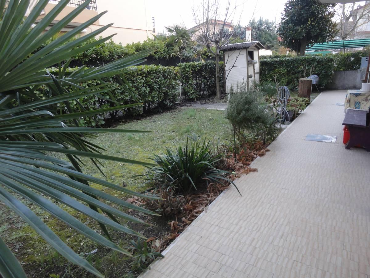 Il giardino jesolo villaggio le maree jesolo ve vivai livio toffoli jesolo hotel reno stelle - Casa vacanza con giardino privato liguria ...